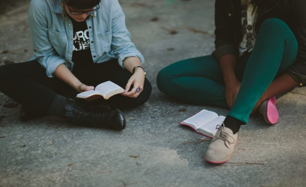 Estudio bíblico de jóvenes